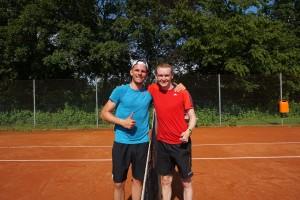 Finalgegner: Der neue Vereinsmeister Steffen Moser (li.) mit dem Zweitplatzierten Christian Muth (re.).